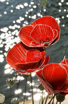 Tülin Diker Dyi Flowers, Outdoor Flowers, Clay Flowers, Ceramic Clay, Ceramic Pottery, Pottery Art, Garden Crafts, Garden Art, Pottery Sculpture