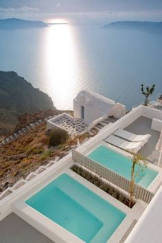 piscines-2-hotel-Grace-Santorini-Hotel-europe-du-sud-grece-hoosta-magazine. I really want to go here!!