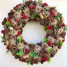 Christmas Deco, Christmas Home, Christmas Wreaths, Pine Cones, Burlap Wreath, Shapes, Holiday Decor, Advent, Floral