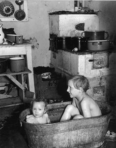 History in Photos: Roman Vishniac Old Pictures, Old Photos, Vintage Photographs, Vintage Photos, Roman, Ddr Museum, Jewish History, My Childhood Memories, Vintage Children