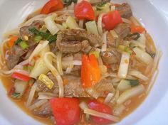 Thai Noodle and Vegetable Stir-Fry with Grilled Beef Omit beef for vegetarian) Asian Recipes, Beef Recipes, Soup Recipes, Dinner Recipes, Healthy Recipes, Ethnic Recipes, A Food, Good Food, Carnivore