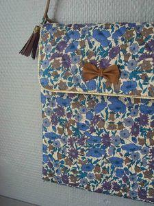 Tuto Pochette IPad - Little Fabrics Sewing Tutorials, Sewing Projects, Sewing Patterns, Liberty Fabric, Liberty Print, Diy Bag Man, Diy Sac Pochette, Ideas Prácticas, Couture Sewing