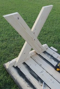 Want to add some farmhouse charm to your outdoor space Learn how to build a picnic table with benches for under 150 This tutorial is simple and easy Build A Picnic Table, Outdoor Picnic Tables, Patio Table, Diy Table, Woodworking Bench, Woodworking Projects, Woodworking Patterns, Woodworking Classes, Woodworking Shop