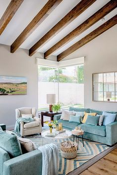 〚 Balance of architecture and nature: Spanish house with interesting design ideas 〛 ◾ Photos ◾Ideas◾ Design Spanish House Design, Spanish Home Decor, Spanish Interior, Living Room Interior, Living Room Decor, Deco Turquoise, Mediterranean House Plans, Interior Design Elements, Simple Living Room