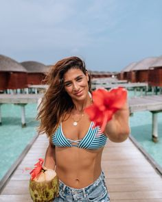 The Best Islands & Resorts in the Maldives - The Maldives - Lisa Homsy Best Resorts In Maldives, Maldives Honeymoon, Maldives Resort, Maldives Travel, Maldives Things To Do, French Polynesia Honeymoon, Honeymoon Photography, Girl Photography, Best Instagram Photos