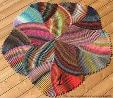 Knit/Crochet Rug - anyone know a functioning link to the original? Crochet Home, Crochet Crafts, Yarn Crafts, Knit Crochet, Knitted Rug, Crochet Things, Diy Crafts, Yarn Projects, Knitting Projects