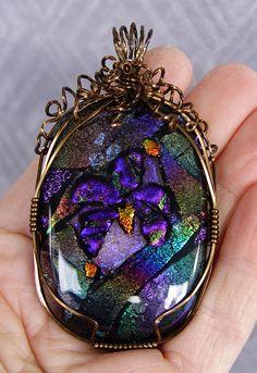 Violet pendant, wrapped w/square vintage bronze parawire