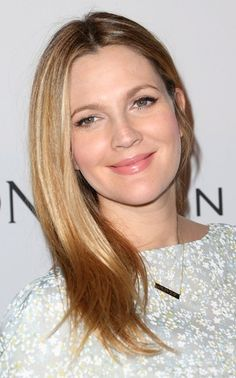 Drew Barrymore's Lush Lashes: Get Her Red Carpet Look Without Falsies Drew Barrymore Hair, Medium Straight Haircut, Straight Haircuts, Hair Evolution, Jenifer Aniston, Dark Red Hair, Celebrity Kids, Julia, Love Hair