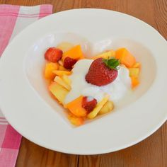 White ceramic heart plate, ideal for breakfast, lunch and dinner - KAMERS Online Store: http://shop.kamersvol.com