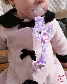 Attache tétine / attache sucette bébé mauve et gros noeud assorti