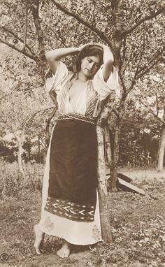 Romanian woman      ESTE MAI SEXI DECAT O SUTA DE BOMBE SEXY (GEN BIANCA  DRAGUSANU ).        NATURALA SI DELICATA CA O ZANA A FLORILOR !