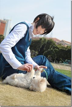 kimi ni todoke cosplay - kazehaya shota by hagaren  Okay lets just appreciate the fact that that dog...ITS SO FLUFFY