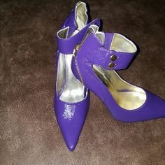 Purple pumps Gently used purple patient leather pumps. Can be dressed up or dressed down. Perfect with your favorite skinny jeans. Pet/smoke free home Shoes Heels
