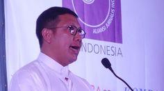 Hadiri dan Berikan Orasi pada Acara Penganugerahan Tasrif Award untuk LGBT Menag Ditegur MUI  Menteri Agama Lukman Hakim Saifuddin saat memberikan orasi kebudayaan yang menekankan pentingnya keberagaman pada HUT AJI ke-22. Dalam acara ini antara lain diberikan penganugerahan Tasrif Award untuk kelompok LGBT.  JAKARTA (SALAM-ONLINE): Kehadiran Menteri Agama Lukman Hakim Saifuddin dalam ulang tahun ke-22 Aliansi Jurnalis Independen untuk menyampaikan orasi ilmiah berbuntut panjang.  Setelah…