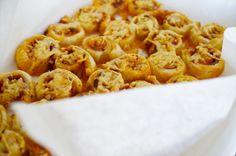 Bladerdeeghapjes met pesto, kaas en hem! Heel makkelijk te maken en ideaal voor een verjaardag!