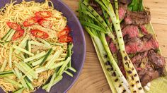 Sliced Ginger-Garlic Steak and Cold Sesame Noodles Asian Recipes, Beef Recipes, Cooking Recipes, Steak Dishes, Pasta Dishes, Great Recipes, Dinner Recipes, Favorite Recipes, Kitchens