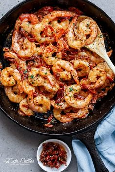 Spicy and garlicky with the subtle sweetness of sun dried tomatoes, this Spicy Garlic Sun Dried Tomato Shrimp takes less than 10 minutes ! Fish Recipes, Seafood Recipes, Cooking Recipes, Healthy Recipes, Italian Shrimp Recipes, Spicy Shrimp Recipes, Recipies, Shrimp Dishes, Fish Dishes