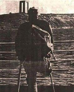 Şehitler Abidesi açılışında bir bacağını Çanakkale'de bırakmış Gazimiz, 21 Ağustos 1960.