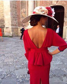 Preciosa #invitadaperfecta de @bepenalver #invitada #invitadas #weddingguest #guest #weddingguest #wedding #tocado #tocados #sombrero #rojo #bodas #boda #bodainvierno #fashion #moda