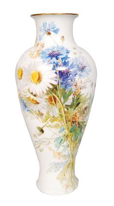 Meissen - Front -  side with naturalistic painted bouquet of marguerites and bluebottles.