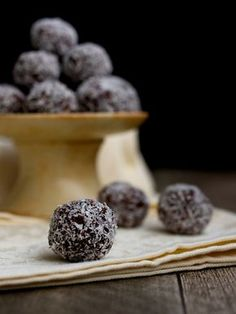 Christmas Sweets, Christmas Cookies, Czech Recipes, Food And Drink, Cooking, Advent, Balls, Xmas Cookies, Kitchen