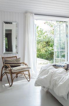 Tine og Christian væltede alle væggene mellem de 5 værelser for at skabe deres sommerhusdrøm | Boligmagasinet.dk