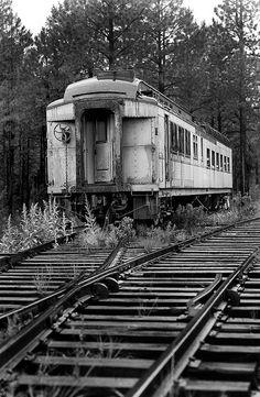 Abandoned Train ~Via Tom Hockin Abandoned Train, Abandoned Mansions, Abandoned Buildings, Abandoned Houses, Abandoned Places, By Train, Train Tracks, Bonde, Rail Car
