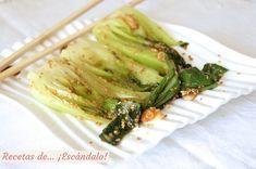 Deliciosa col china elaborada al vapor y salteada con ajos y semillas de sésamo. Añade el toque de la salsa de soja, y disfruta de un plato saludable y rico