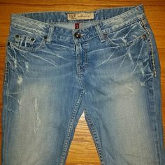 Bke jeans sierra skinny Bke jeans sierra skinny size says 28 fits like a 27 !  Length is 31 1/2 BKE Jeans