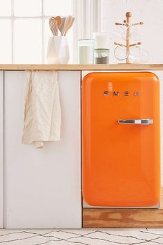 Smeg Refrigerators Come in All Sizes and Colors. Look at this under counter Smeg model. Smeg Mini Fridge, Beverage Refrigerator, Retro Fridge, Vintage Refrigerator, Compact Refrigerator, Retro Kitchen Appliances, Vintage Appliances, Apartment Essentials, Door Storage