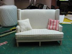 Dollhouse Miniature Furniture - Tutorials | 1 inch minis: How to make piping for pillows