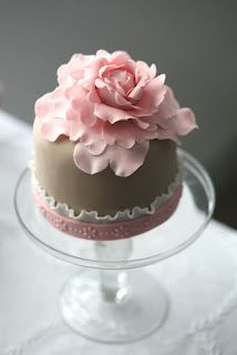 Damn that's one fancy cupcake, I'd eat the fuck  out of that bad boy!