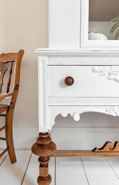 HERE ARE 5 FAIL-PROOF STEPS TO GET A PERFECTLY PAINTED WHITE FINISH ON YOUR FURNITURE... EVERY TIME! [VIDEO] | Salvaged Inspirations #siblog #dixiebellepaint #whitepaintedfurniture #paintedwhite #cotton #beforeandafter #furnituremakeover #paintedfurniture