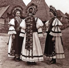 Călățele region from the village of Morlaca (Marótlaka) Romania / ethnic Hungarian folk costume Hungarian Women, Romanian Women, Romania People, Extraordinary People, Folk Costume, My Heritage, World Cultures, Traditional Dresses, Black And White