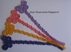 Lana e Cotone (maglia e uncinetto): Segnalibro all'uncinetto Crochet Bookmark Pattern, Crochet Bookmarks, Crochet Books, Thread Crochet, Crochet Doilies, Crochet Flowers, Cute Crochet, Crochet Crafts, Crochet Projects