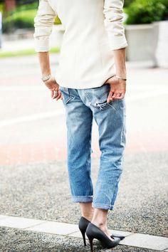Kick back in boyfriend jeans and a classic black pump