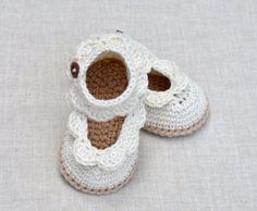NEW Crochet Pattern for Baby Sandals digital file instant download. PLEASE NOTE: This listing is for a CROCHET PATTERN and NOT A FINISHED ITEM. Cute crochet Baby Sandals with sweet little scallop edging and ankle straps. Perfect for every season but lovely for summer parties, christenings and weddings. Make these pretty baby booties in softest luxury cotton yarn to create beautiful, timeless classic baby shoes. Vary the colors to match babys outfit - why not do the scallops in a contrast…