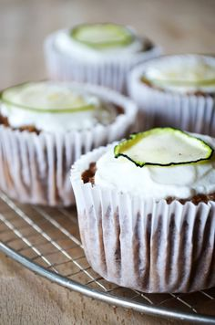 Spiced Zucchini Muffins with Apple – That Healthy Kitchen Donut Muffins, Protein Muffins, Zucchini Muffins, Baking Muffins, Cranberry Muffins, Muffins Blueberry, Morning Glory Muffins, Nutella Muffin, No Egg Desserts
