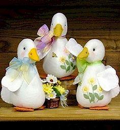 Daisie Duck - Wool Felt, Felt Appliqué Countryside Craft PATTERN