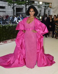 Red-carpet photos from Anna Wintour's Met Gala hosted by Rihanna, Versace, and Amal Clooney for Heavenly Bodies: Fashion and the Catholic Imagination. Celebrity Red Carpet, Celebrity Look, Celebrity Dresses, Celeb Style, Amal Clooney, Donatella Versace, Gareth Pugh, Pink Gowns, Pink Dress
