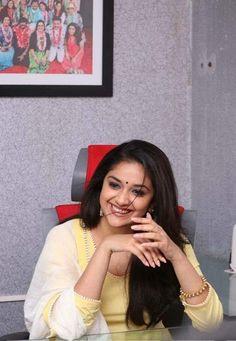 South Actress, South Indian Actress, Kirthi Suresh, Indian Actresses, Asian Beauty, Bollywood, Poses, Navel, Heroines
