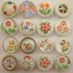 Vintage painted white glass buttons More Vintage Sewing Notions, Vintage Sewing Machines, Button Cards, Button Button, Sewing A Button, Vintage Buttons, Vintage Items, Pin Cushions, Crafty