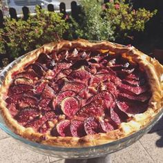 Fig tart | 32 French Desserts That Will Make You Want To Pack Everything And Move To Paris