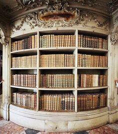 Biblioteca del Convento di Mafra, in Portogallo