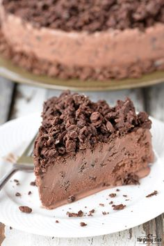 Chocolate Crunch Ice Cream Cake Recipe | thegunnysack.com