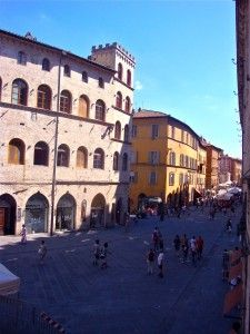 Get Out of Town: Perugia, Italy by Stephanie Cavagnaro Perugia Italy, Global Tv, Alleyway, Architecture Old, Getting Out, My Happy Place, Rome, Street View, City