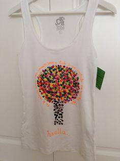 Camiseta hecha con las huellas de los dedos by Lola y Adrián