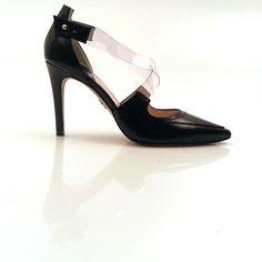 http://instagram.com/p/olEKBayeht/ #Zapatos #Plata #Moda #Tendencias #Boda #Fiesta #Ceremonia #Invitadas #Diseño #Calzado www.leie.es