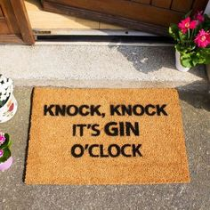 Are you interested in our Gin O Clock Doormat? With our funny doormat gift you need look no further. Tonic Water, Gin And Tonic, Gin Quotes, Funny Quotes, Whisky, Gin Tasting, Party Quotes, Gin Lovers, Coir Doormat