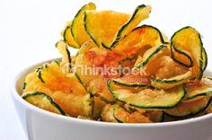 Immagine di Zucchini Chips In A Bowl. Foto stock di gillian van Niekerk dalla collezione iStock. Acquista Foto stocks a prezzi convenienti su Thinkstock Italia.